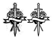 Espada e rosas Fotos de Stock Royalty Free