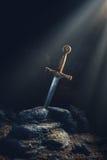 Espada en el excalibur de piedra Imagenes de archivo