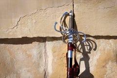 Espada en la pared fotografía de archivo libre de regalías