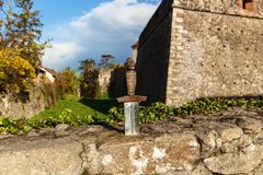 Espada na pedra Imagem de Stock Royalty Free