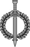 Espada romana con la guirnalda del laurel Fotos de archivo