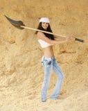 Espada sonriente joven de la explotación agrícola de la mujer Imágenes de archivo libres de regalías