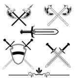 Espadas cavalheirescos e acha de armas Fotografia de Stock Royalty Free
