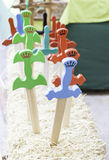 Espadas de madeira coloridas foto de stock
