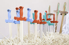 Espadas de madeira coloridas imagens de stock