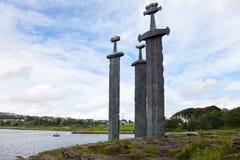 Espadas en roca Fotos de archivo libres de regalías