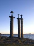 Espadas na rocha Imagens de Stock