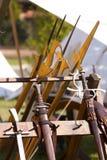 Espadas, punhais e halberds das armas do renascimento. imagem de stock