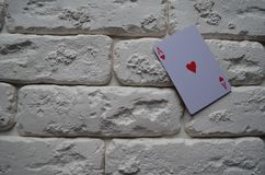 Espadas reales del flash del casino de las tarjetas que juegan póker casino imágenes de archivo libres de regalías