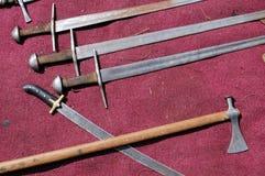 Espadas y battle-axes Imagenes de archivo