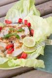 Espadons grillés avec les légumes frais Images libres de droits