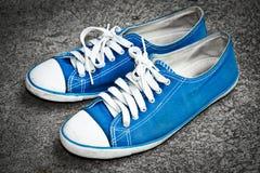 Espadrille bleue Photographie stock libre de droits