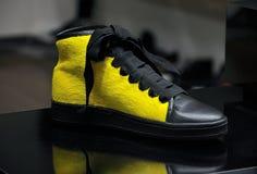 Espadrille jaune Images libres de droits