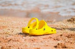 Espadrille jaune lumineuse Image stock