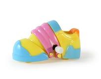 Espadrille mécanique de jouet en plastique coloré d'isolement Image libre de droits