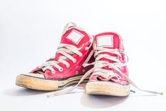 Espadrilles âge-usées de vintage sur un fond blanc Image libre de droits