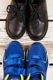 Espadrilles élégantes et bottes noires Photos stock