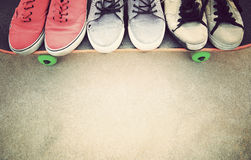Espadrilles au skatepark Images stock