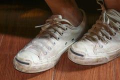 Espadrilles blanches de port adolescentes Photo libre de droits