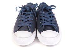 Espadrilles bleues d'isolement sur le fond blanc Photo libre de droits
