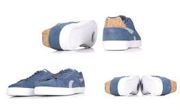 Espadrilles bleues d'isolement sur le fond blanc, une paire de sneake bleu Photos stock