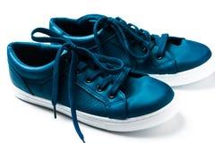 Espadrilles bleues de F sur le blanc Image libre de droits