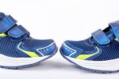 Espadrilles bleues pour l'activité de sport Image libre de droits