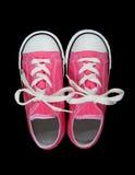 Espadrilles (chaussures de tennis) au-dessus de noir Photographie stock libre de droits