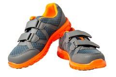 Espadrilles d'enfants avec l'équilibre orange lumineux Photographie stock libre de droits