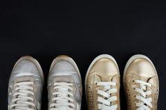 Espadrilles d'or et argentées Image stock