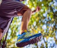 Espadrilles d'homme - concept de forme physique, de sport, de formation et de mode de vie photographie stock