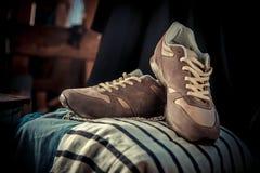 Espadrilles de Brown, les chaussures des hommes Photos stock