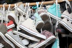 Espadrilles de vieille occasion de chaussures Photographie stock libre de droits