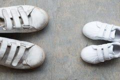Espadrilles du ` s de papa et espadrilles du ` s de bébé Photo libre de droits