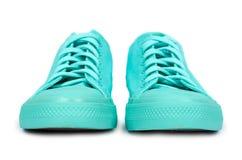 Espadrilles en caoutchouc de turquoise, chaussures occasionnelles d'isolement sur le fond blanc Photo libre de droits