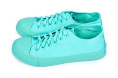 Espadrilles en caoutchouc de turquoise, chaussures occasionnelles d'isolement sur le fond blanc Photo stock