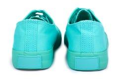Espadrilles en caoutchouc de turquoise, chaussures occasionnelles d'isolement sur le fond blanc Photographie stock libre de droits