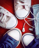Espadrilles et écouteurs Image libre de droits