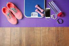 Espadrilles et équipement de sport Photographie stock libre de droits