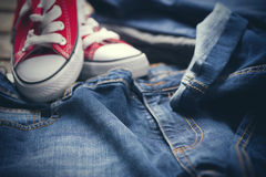 Espadrilles et blues-jean Photos libres de droits