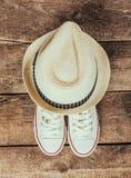 Espadrilles et chapeau Photographie stock