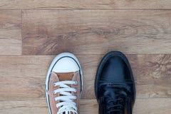 Espadrilles et chaussures formelles Photos stock