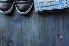 Espadrilles et jeans Photos stock