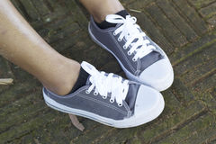 Espadrilles grises avec le mode de vie modèle Image libre de droits