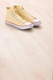 Espadrilles jaunes de toile Photo libre de droits