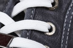 Espadrilles lacées en gros plan Photo libre de droits
