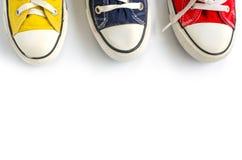 Espadrilles multicolores sur le fond blanc Photos stock