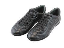 Espadrilles noires en cuir sur le blanc. D'isolement. Images stock