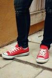 Espadrilles ou chaussures rouges Image libre de droits