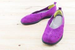 Espadrilles pourprées Chaussure de toile Photographie stock libre de droits